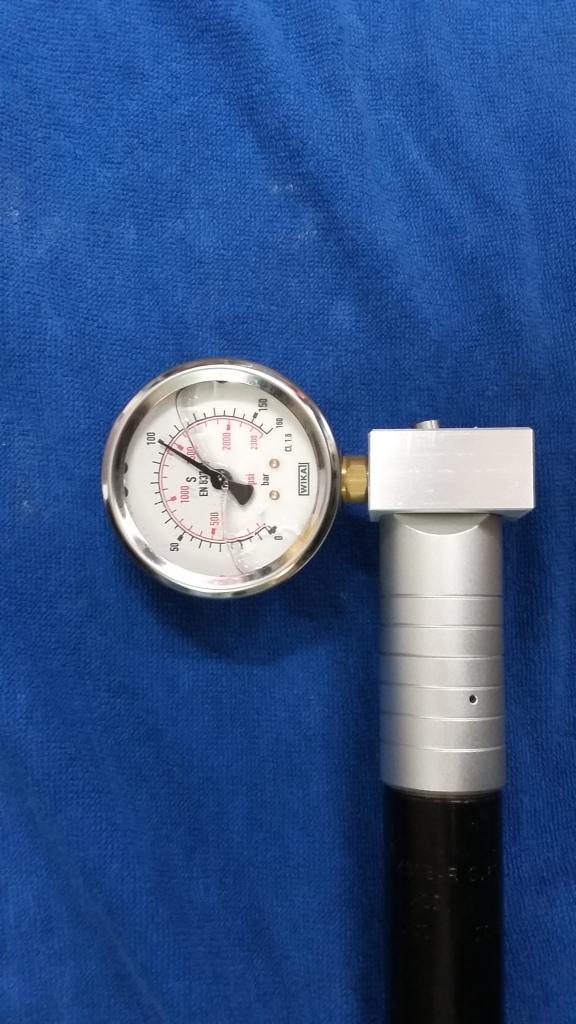 Reg Tester LG300; Regulator and cilinder mounted.